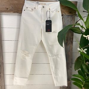 Levi's NWT Wedgie High Rise Tapered Leg Distressed